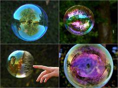 O artista Richard Heeks fez um trabalho meio diferente e super bacana, ele registrou paisagens dentro de bolhas de sabão!!  Simplesmente incrível!!