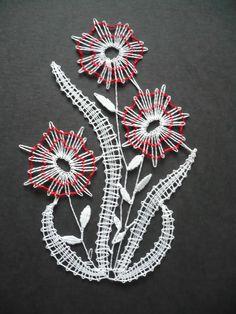 paličkovanie - Buscar con Google Bobbin Lacemaking, Lace Heart, Parchment Craft, Lace Jewelry, Needle Lace, Lace Making, Lace Flowers, Simple Art, String Art