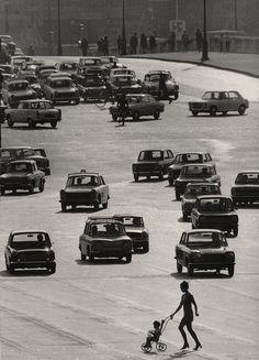 Robert Doisneau La Meute, Paris, 1959 | Black and White #people #photography #vintage