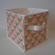 DIY Collapsible fabric cube storage box (free sewing pattern by Obsessively Stitching) Fabric Storage Boxes, Fabric Boxes, Cube Storage, Diy Storage, Storage Containers, Storage Ideas, Homemade Storage, Fabric Basket, Creative Storage