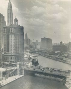 Looking west along the river from Michigan Ave, 1923, Chicago.