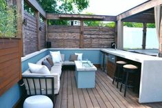 The Bucktown Hot Tub Retreat provides a serene space to relax amid the active city. The space features a new roof deck with Ipe decking, concrete counters, cedar pergola, tempered glass panels and fire pit. Additional features include seating around the fire pit, sun loungers, bar area and outdoor refrigerator/freezer.