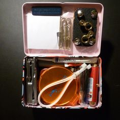 Urban mini survival kit....great ideas