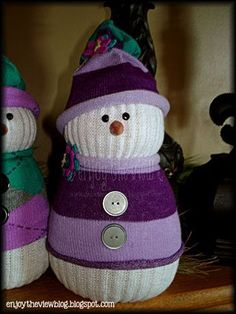 DIY Sock Snowmen - enjoytheviewblog.com A friend of mine just made these with her granddaughters and they are so adorable. And get rid of some of those single socks in the laundry basket. Alert! Get a BIG bag of rice.