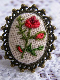 ZMIERZCH LUNY: Haftowana biżuteria