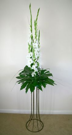 Best Beautiful Flowers Arrangement Ideas For Your Wedding - Life Hack Gladiolus Wedding Flowers, Altar Flowers, Tall Flowers, Church Flowers, Funeral Flowers, Flowers Garden, Gladiolus Arrangements, Tall Flower Arrangements, Modern Floral Arrangements