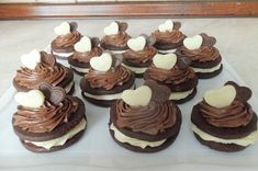dorty,cukroví a jine sladkosti | Cukroví Donuts, Desserts, Food, Frost Donuts, Tailgate Desserts, Deserts, Beignets, Essen, Postres