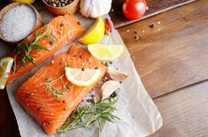 A lot of studies and health experts are now claiming that fatty fish may be good for your health. Fatty fish may include commonly enjoyed fish such as salmon, tuna, tilapia and mackerel. Muscle Food, Muscle Men, Best Muscle Building Foods, Fatty Fish, Bodybuilding Diet, Cooking Salmon, Foods To Eat, Health Diet, Men Health
