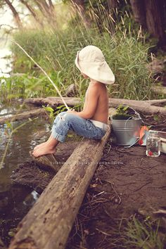 Summer fun - I see you are still on the Island, sporting another natty hat! Have you caught anything yet.....a fish, a cap, a Converse boot or two perhaps?!!