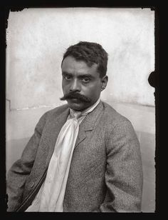 Emiliano Zapata Salazar was a leading figure in the Mexican Revolution, which broke out in and which was initially directed against the president Porfirio Díaz. Mexican Heritage, Mexican Style, Mexican Art, Mexican Heroes, Pancho Villa, Mexican Revolution, Mexican American, Native American, Le Far West