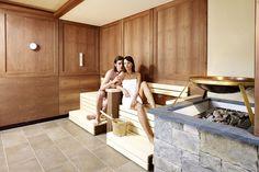 Finnische Sauna mit Fenster zum Dorf und Blick zur Burg Spa, Massage, Windows, Massage Therapy