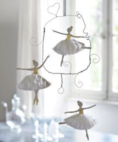 Mobile or idea for banner: wire dancers Paper Clay, Diy Paper, Paper Art, Paper Crafts, Fabric Dolls, Paper Dolls, Art Dolls, Wire Crafts, Diy And Crafts