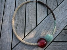 ineseda.blogspot.com #crochet #necklace #glassbeads #handmade