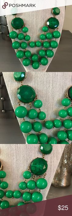 🛍 Green Gold Beaded Jeweled Statement Necklace Gold tone. Boutique Jewelry Necklaces
