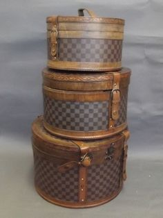 A set of three hat boxes with Louis Vuitton style : Lot 396