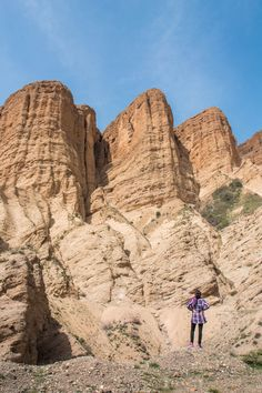 Admiring the red rock gorges of the Alamut Valley in northern Iran, on the way to the Castles of the Assassins.