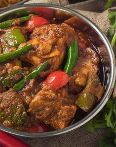 Indian restaurant chicken jalfrezi is a rich, hot curry. The initial fry of green pepper and onion provide the signature smoky flavour. Indian Chicken Recipes, Indian Food Recipes, Asian Recipes, Jamaican Recipes, Healthy Cooking, Cooking Recipes, Cooking Tips, Curry Ingredients, Pisces