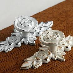 Shabby Chic Dresser Drawer Knobs Pulls Handles Creamy White Silver Gold  Rose Flower Kitchen Cabinet e0ec4d39fc16