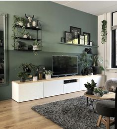 Woonkamer-met-witte-tvkast-en-groene-muur Living room with white TV cabinet and green wall Living Room Green, House Interior, Living Room Colors, Home, Living Room Decor Modern, Interior Design Living Room, Living Room Tv, Living Room Tv Wall, Interior Design Living Room Warm