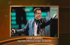 """""""Juan Gabriel"""" se convirtió en tendencia porque anoche en los Grammys fue recordado en el vídeo In Memoriam. http://qoo.ly/drsz3"""
