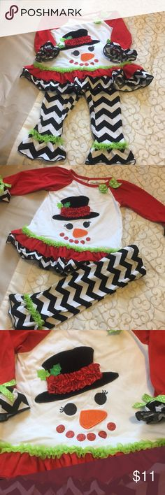 🌲 Toddler Christmas Snowman Outfit Toddler 18 month rare editions Christmas outfit. Adorable snowman design on front and black and white chevron print on ruffles and legs. Worn once. Smoke free home. Rare Editions Matching Sets