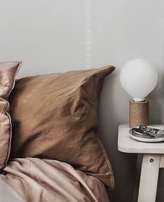 Rust and blush bedding styling and photo: copyright 2018 Anna Malmberg Contemporary Interior Design, Interior Design Kitchen, Modern Interior Design, Modern Contemporary, Home Design, Design Ideas, Small Apartment Bedrooms, Guest Bedroom Decor, Bedroom Décor