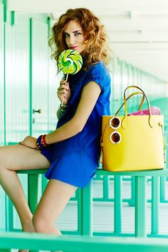 "Never full of pop colours. The bag was created in 2007 and now, for the first time, Louis Vuitton is launching a Neverfull MM in leather to sublimate this timeless shape and surprise with a rainbow of lovely colors: Blue Indigo, Fuchsia, Orange Piment, Black, Violet, Citron Yellow, Blue Cyan Following the Speedy, Lockit and Keepall, the Neverfull refers to the bag's functionalities: ""Never full"", this holdall bag can contain everything and is suitable for every occasion."