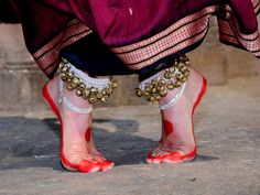 This Feet-Posit... Bharatanatyam Krishna Poses