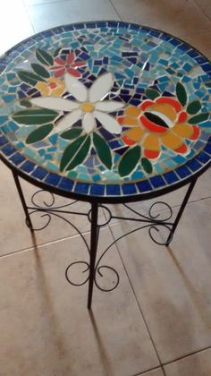 Mosaic Garden Art, Mosaic Art, Mosaic Glass, Stained Glass, Mosaic Patio Table, Glass Side Tables, Steel Art, Mosaic Projects, Art Furniture