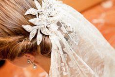 Silver thread and beaded embroidery - Hilo de plata y bordado en pedrería. #tocado #headpiece #boda #wedding #velo #veil #weddinghair