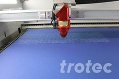 Laser cutter for paper and cardboard: Give greeting cards, invitations and packaging a special paper finish. Trotec Laser, Laser Engraving, Engraving Ideas, Paper Packaging, Colored Paper, Diy Paper, Laser Cutting, Paper Envelopes, Hipster Stuff
