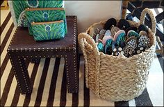 A very homey theme presents itself with Flip Flops offered for sale by Wicker Basket. I liked the decor, but… Apartment Chic, Storage Containers, Visual Merchandising, Home Organization, Wicker Baskets, Rattan, Straw Bag, Projects To Try, Diy