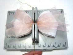 Diy Bow, Diy Ribbon, Ribbon Hair, Ribbon Crafts, Ribbon Bows, Paper Crafts, Stacked Hair, Horse Bow, Making Hair Bows