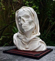 This Morbid Artist Serves Her Cake with a Side of Death:    Vanitas-Sugar-Statue---08  >>Odd article and links.