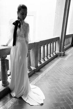 White Chiara/ White Blosson (capa). By White Gatache.  #wedding #weddingdrees #bridal #bride #novias #atelier #vintage #whitegatache #whitechiara #noviasdiferentes #noviasespeciales #style #lovevintage