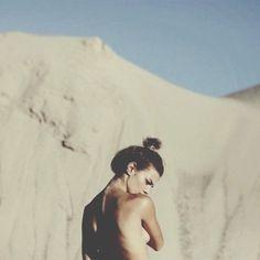 shot from behind and belly from side summer, sensual, woman Cute Beach Pictures, Beach Editorial, Beach Shoot, Beach Portraits, Boudoir Photos, Photoshoot Inspiration, Boudoir Photography, Sensual, Wellness