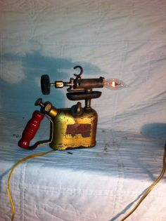torch lamp. pump the torch, turn on the flickering lamp!