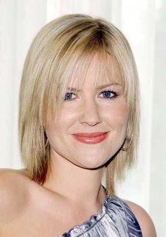 Dido and her cute layered hair style