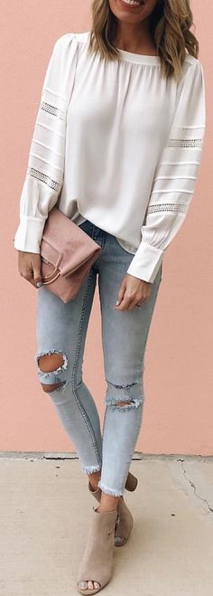 #spring #outfits woman wearing white long-sleeve shirt with blue denim jeans. Pic by @jaimeshrayber