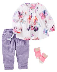 Soft heathered pants pair with bright butterflies for a colorful look she'll love!