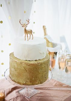 Love simplicity of this gold cake.  Cake topper SO easy to customize.  Rose and gold wedding ideas | 100 Layer Cake