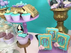 Muita lindeza em uma única foto!  Os doces personalizados hoje é usado também como item de decoração ...