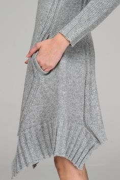 LIMITED Knitted sweater dress with asymmetric hem