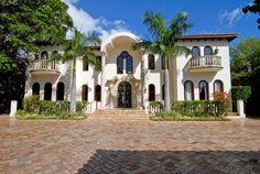 Lisa Hochstein Miami house! Perfect