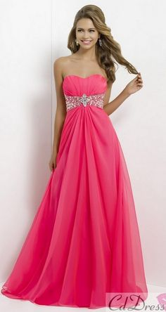 I just died this dress is so pretty, plus it's pink ;)