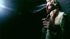 """[ph2]: estado de teatro estreia A Sagração da Primavera - Quadros de uma Dívida não Paga >>> """"""""Há no espetáculo um devir-criança, uma memória de quando a gente brincava de cabaninha e essa 'obscuridade' gerava um corpo que se permitia mais – mais exageros, mais deformidade, a possibilidade do grotesco, do inusual"""". Bruno Moreno, um dos diretores do espetáculo"""" Canal Aberto Assessoria de Imprensa"""