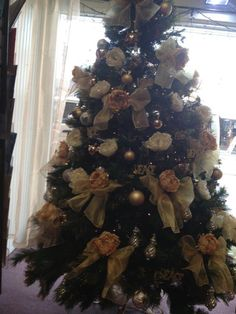 Gold and cream ideas for the Christmas tree