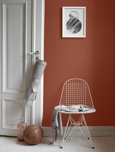 The terracotta color, a timeless trend for your home design. For some time now, beautiful terracotta interiors are under the spotlight and it isn't about to stop ! Why do we love so much terracotta ? Warm, rich and elegant … Room Colors, Wall Colors, Colours, Paint Colors, Color Inspiration, Interior Inspiration, Color Terracota, Jotun Lady, Interior Paint