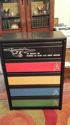Star Trek dresser Nerd Decor, Geek Room, Nerd Cave, Geek Crafts, Starship Enterprise, Star Trek Tos, Star Wars, Deep Space, Spock