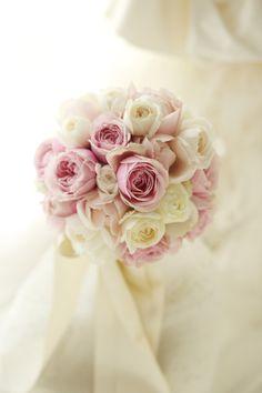 今日、シェ松尾青山サロン様へお届けしたブーケです。紫をおびたピンクのばらは、M-ヴィンテージコーラル。名前にMがつくのはメルヘンローズさんのバラ。花嫁様が...
